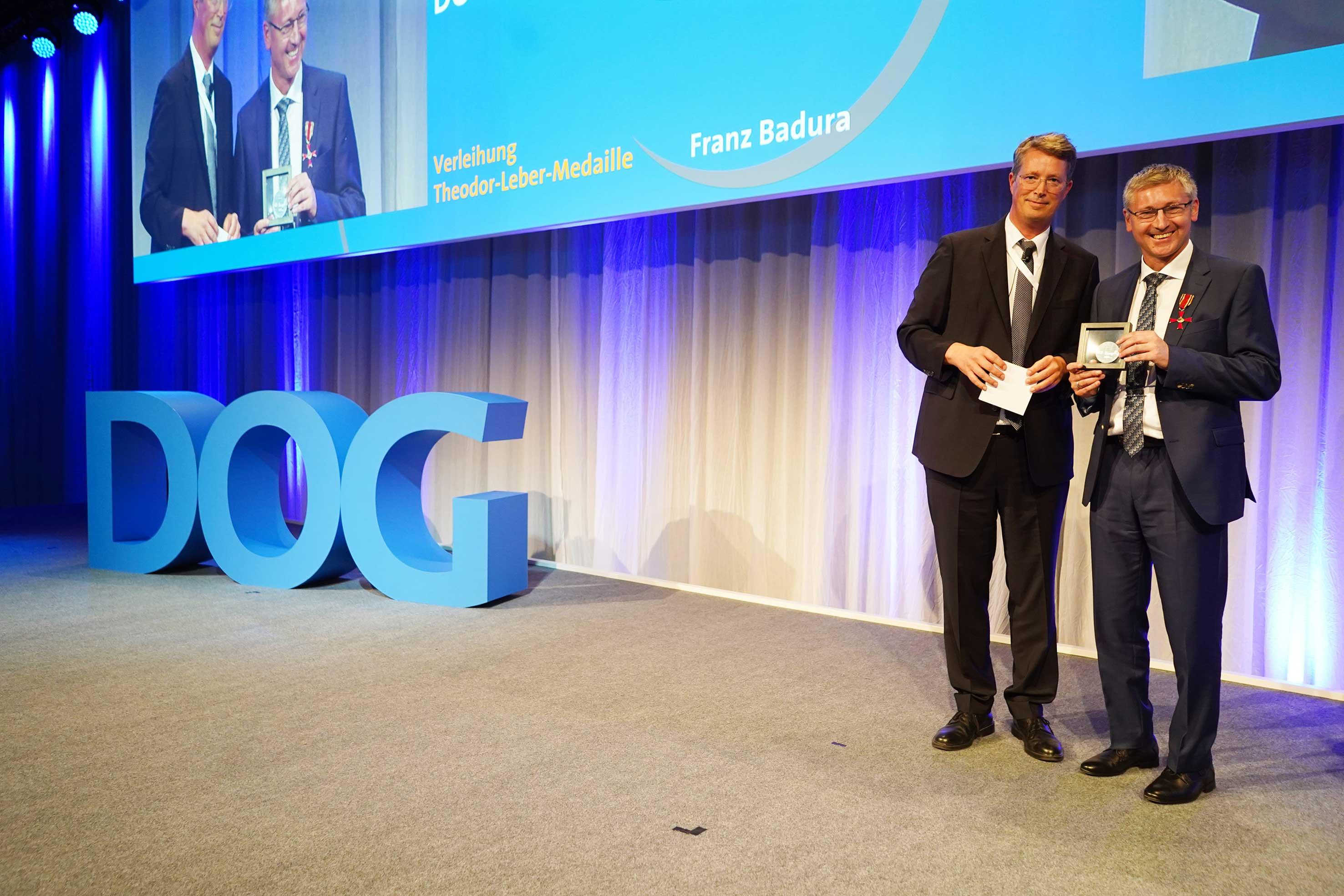 Erster Preisträger für die neue Theodor-Leber-Medaille der DOG: Franz Badura