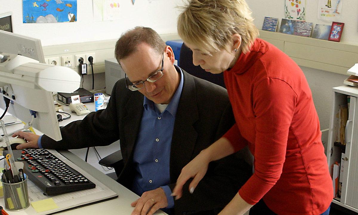 """Arbeitsumfeld für seheingeschränkte Menschen enthindern: E-Learning Modul """"Arbeitsassistenz"""" geht an den Start"""