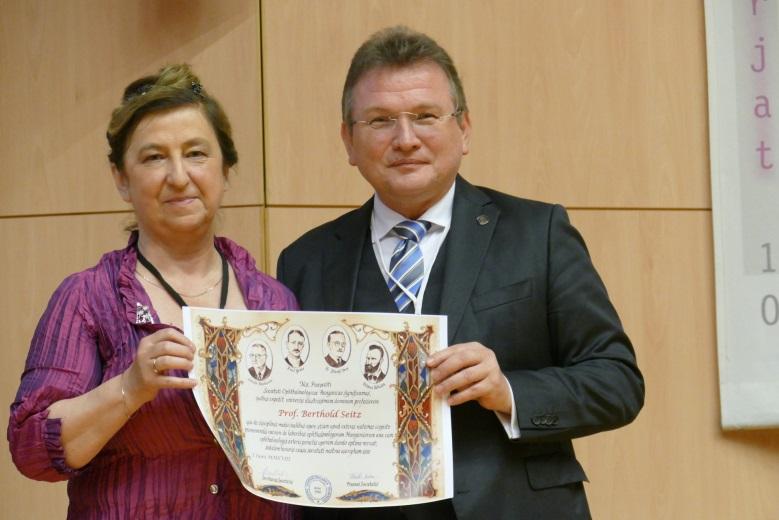 Verleihung der Ehrenmitgliedschaft in der Ungarischen Ophthalmologischen Gesellschaft (Hungarian Society for Ophthalmology) an Herrn Prof. Dr. Berthold Seitz