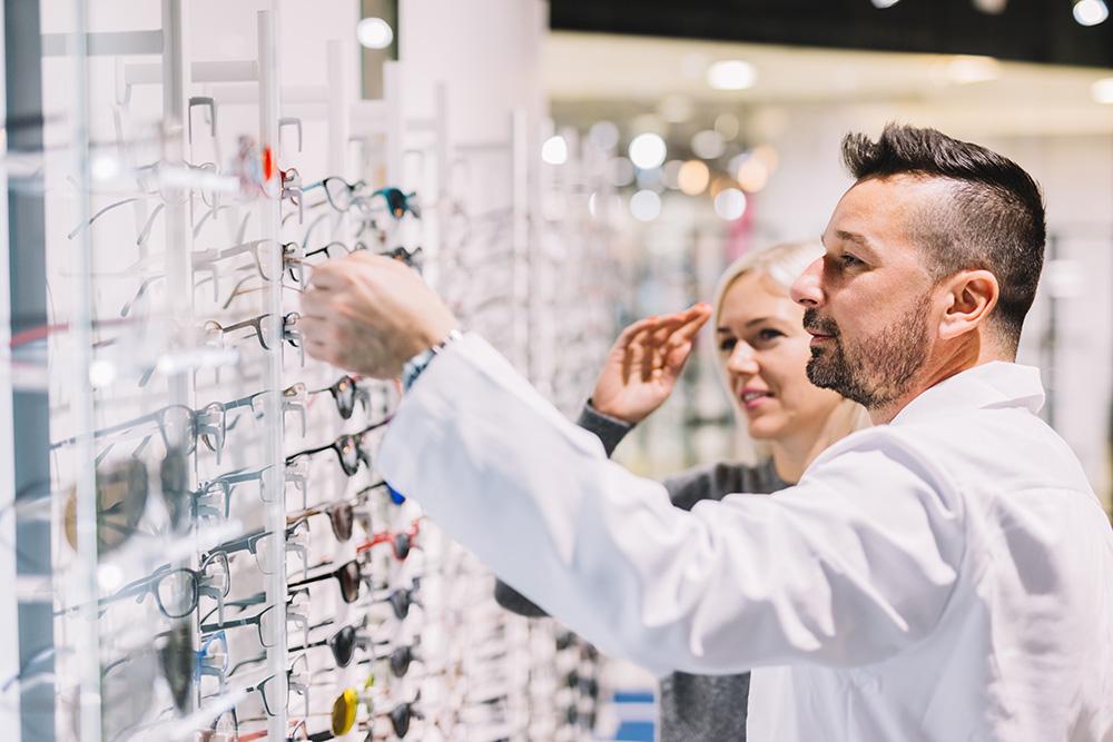Ausbildung zum Augenoptiker – Ein Auge auf die Technik, ein anderes aufs Design