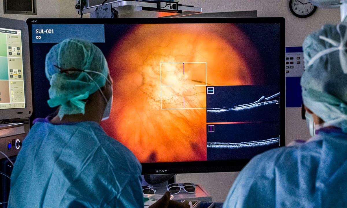 Trockene AMD: Deutschlandweit erste Implantation eines neuartigen Netzhautchips