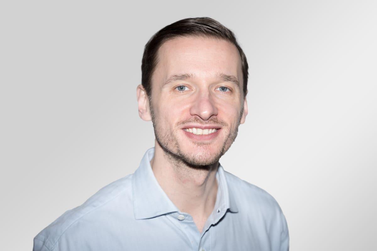 """""""Noch sehr viel Luft nach oben"""" – Dr. Aleksandar Ćirković über Selbstdiagnose-Apps und KI in der Ophthalmologie"""