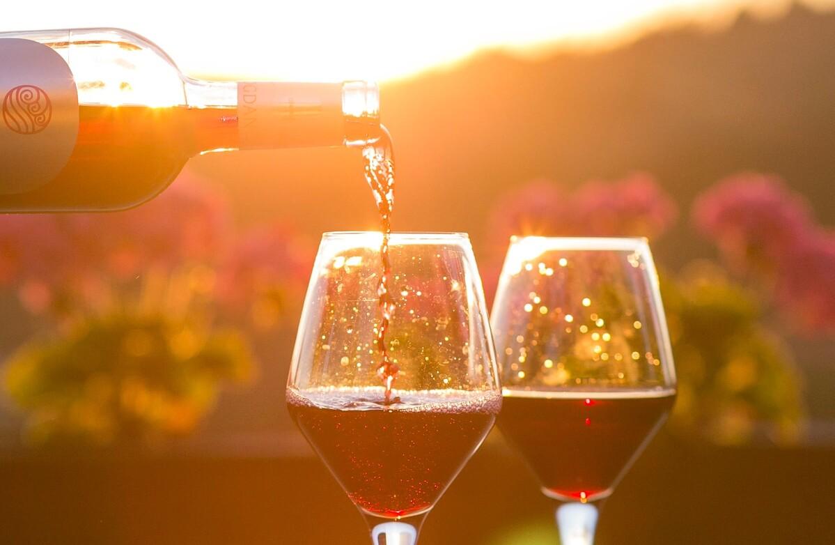 Genussvolle Prävention: Hilft Rotwein gegen Katarakt?