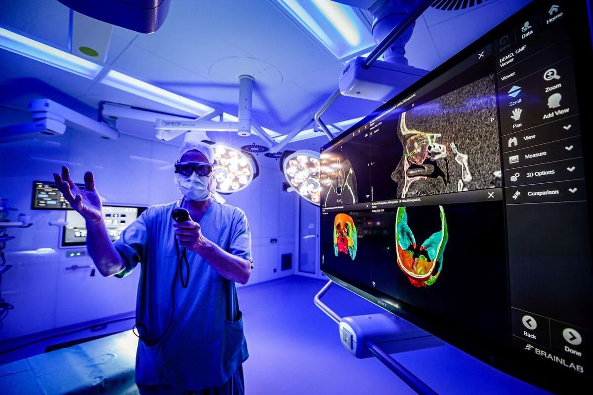 Modernste digitale Operationstechnik: Neues OP-Zentrum für die Klinik für Augenheilkunde der Universitätsmedizin Essen eröffnet
