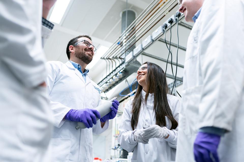 Lichtempfindliche Polymer-Nanopartikel: Neuer Ansatz für Netzhaut-Prothesen?