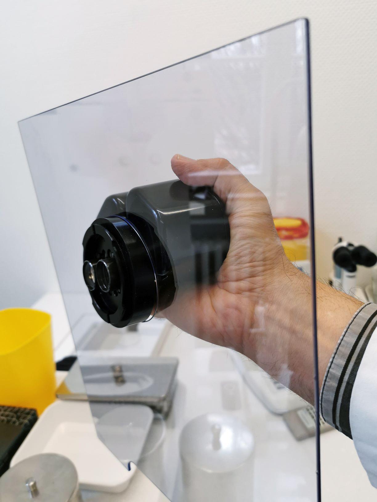 Ein Schutz gegen die Tröpfcheninfektion an der Spaltlampe