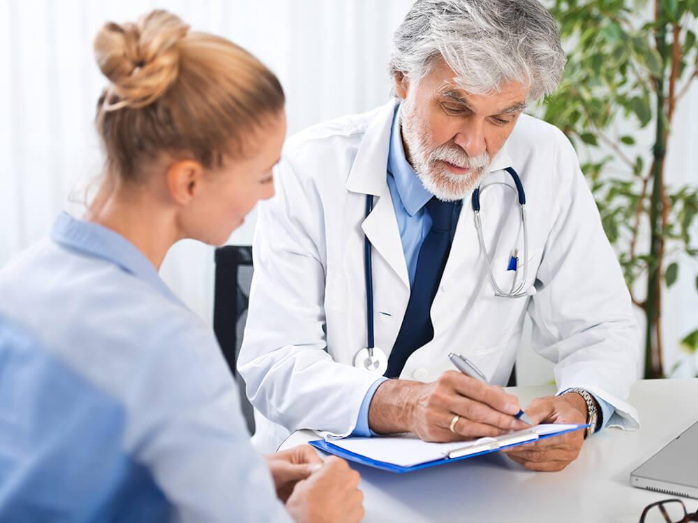 Arzt kommt unzureichende Ausbildung seines Weiterbildungsassistenten teuer zu stehen