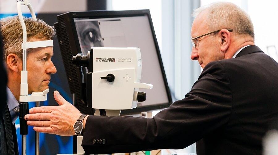 HeidelbergEngineering Arzt Patient Bild